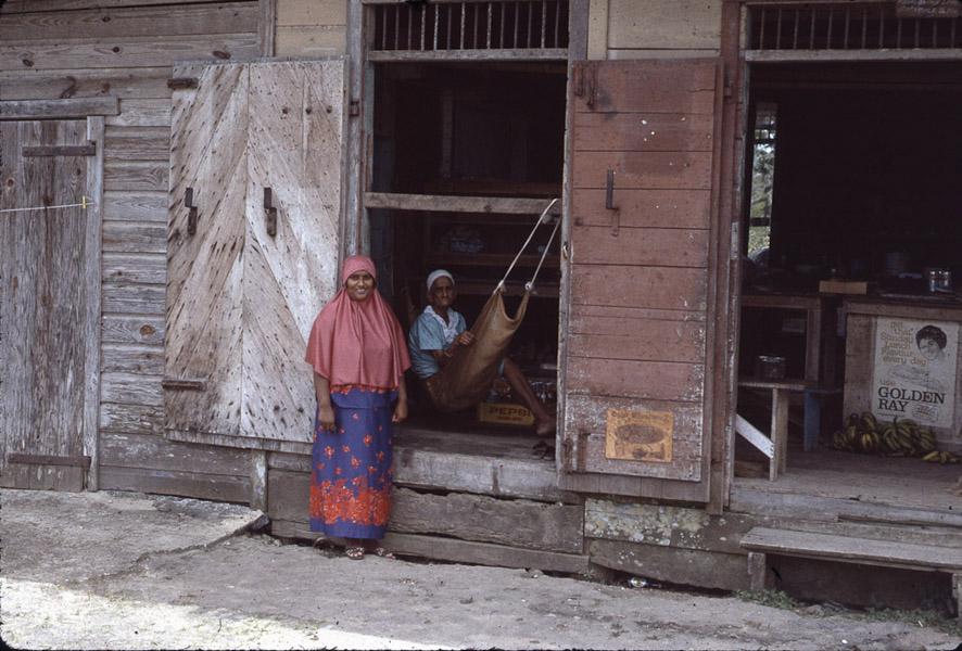 Muslim women, southern Trinidad. (Photo: Steven Vertovec)