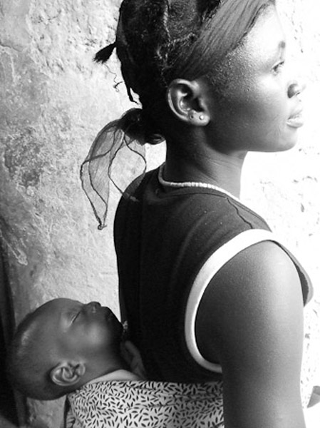 Owusua with her baby. (Photo: Annelies Kusters)
