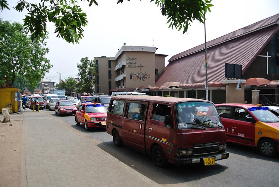 Morning traffic in Accra. (Photo: Elena Gadjanova)
