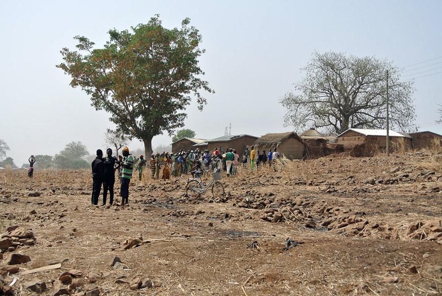 Village community, Nabdam district, Ghana. (Photo: Elena Gadjanova)