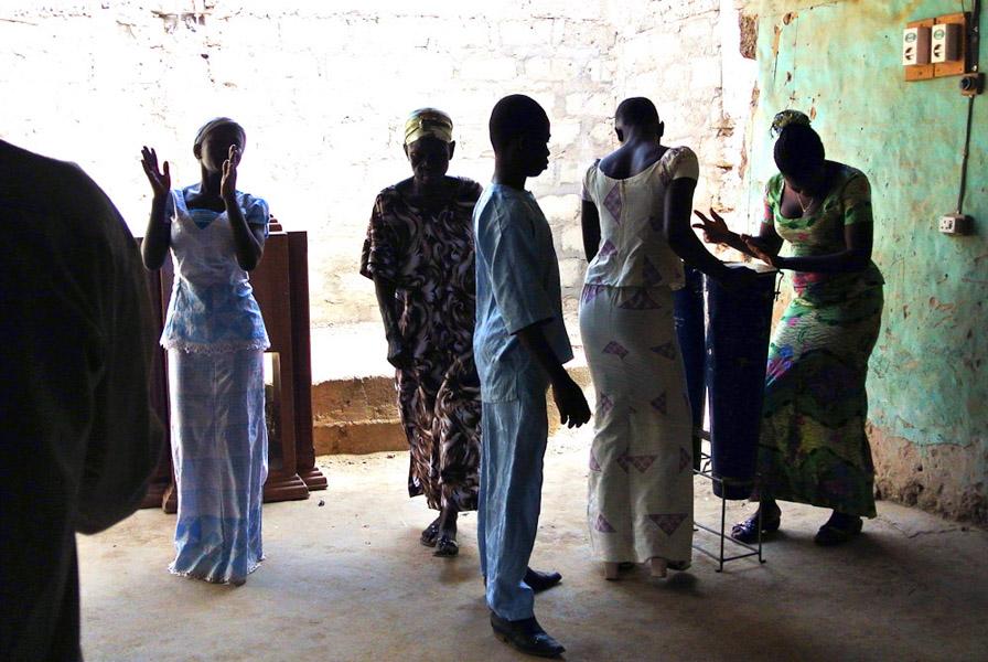 Church dancing at a Sunday pentecostal service, Nabdam. (Photo: Elena Gadjanova)