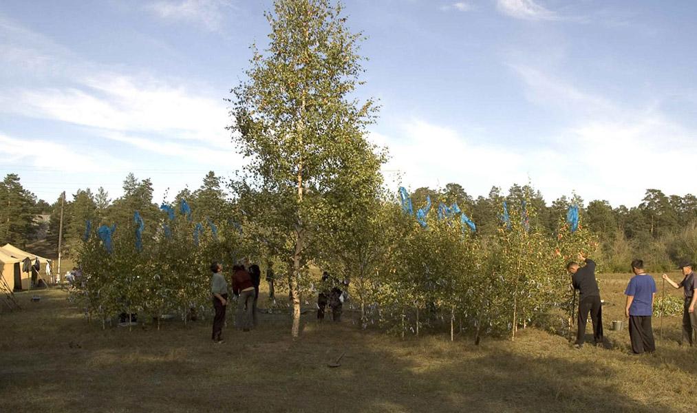 Preparing a birch grove for a shamanic initiation (shandru). Ulan-Ude, September 2005. (Photo: Justine Buck Quijada)