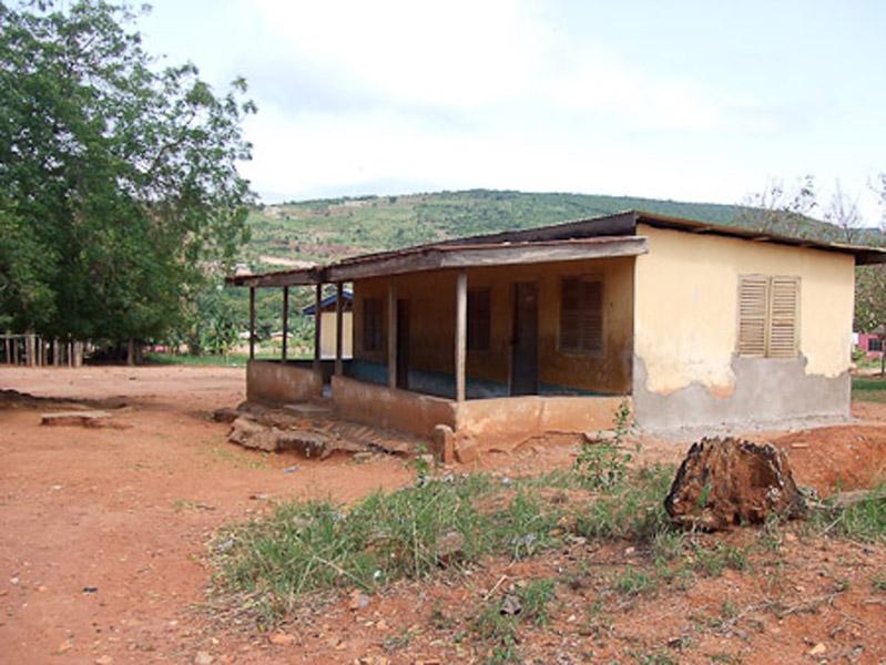 The former deaf school in Adamorobe. (Photo: Annelies Kusters)