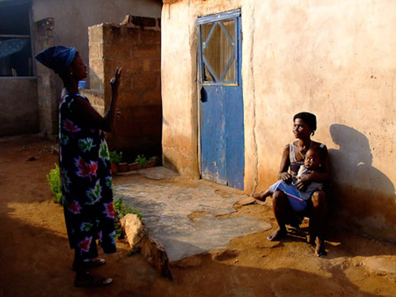 Two deaf women chatting. (Photo: Annelies Kusters)