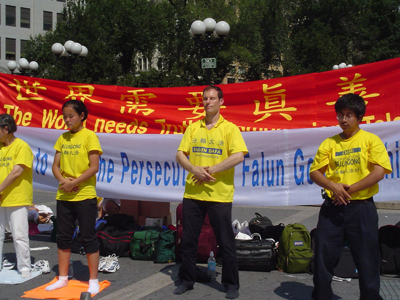 Union Square Park, New York City, Aug, 2004. Falun Dafa practitioners practice Falun Gong in a peaceful demostration. (Photo: Weishan Huang)