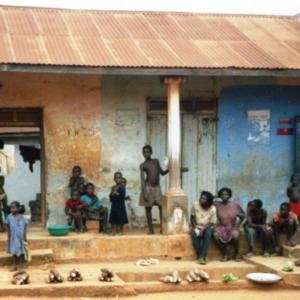 Woman and children offering cassava, tomato and okra (Dormaa District, Ghana). (Photo: Boris Nieswand)
