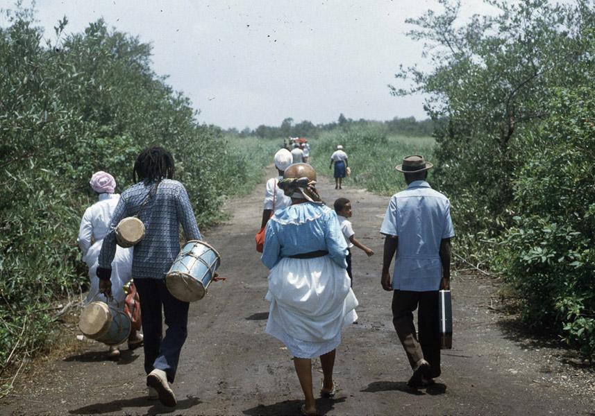 Going to beach Shango beach ritual, central Trinidad. (Photo: Steven Vertovec)