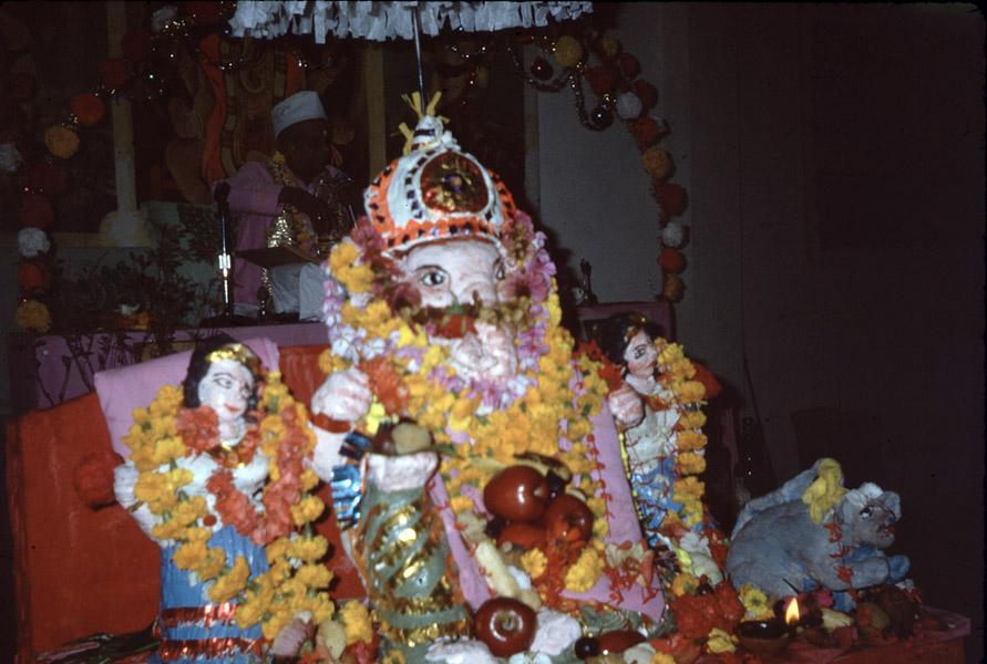 Offerings to Ganesha. (Photo: Steven Vertovec)