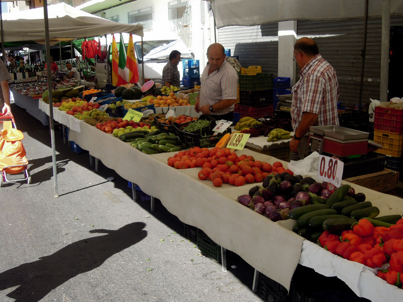 Street market IV, Murcia, Spain. (Photo: Damian Omar Martinez)