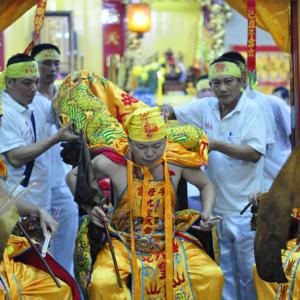 Singapore – Nine Emperor God Festival. Spirit medium channelling the 1st Emperor God. (Photo: Fabian Graham)