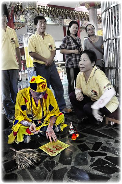 Taiwan – Spirit medium channelling the deity Jigong. (Photo: Fabian Graham)