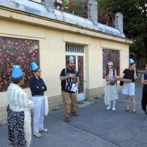 """Participants of the city walk """"Geschichte einer Gasse"""" ('history of an alley') on coffee in Vienna organised by the festival Soho in Ottakring 2016 standing in front of the Julius Meinl company. (Photo: Annika Kirbis)"""