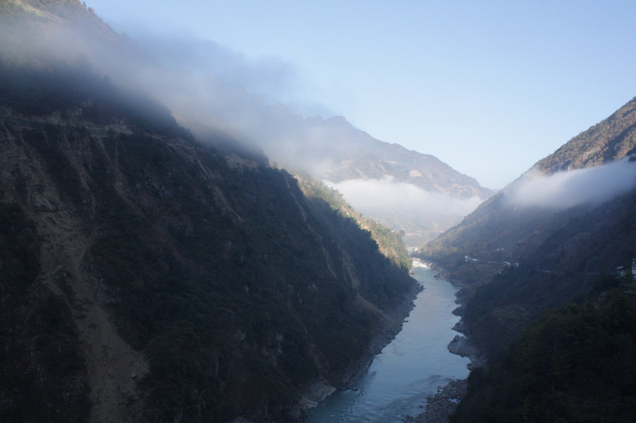 The scenic view of the Nujiang Great Valley, 20 December 2012. (Photo: Ying Diao)