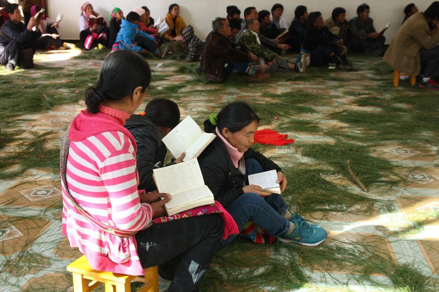 Singing from the Lisu Hymnal, Zilijie Church, Fugong County, 29 December 2013. (Photo: Ying Diao)