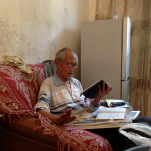 Lisu old pastor singing hymns at his home, Fugong County, 13 June 2013. (Photo: Ying Diao)