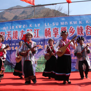 Lisu traditional qibbe (four-stringed lute) playing, the Spring Bathing Festival, 2 February, 2014. (Photo: Ying Diao)