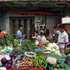 A market stall with fresh vegetables. (Photo: Naomi Hellmann)